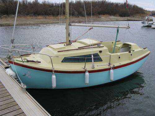 Piccoli yacht da crociera for Barca a vapore per barche da pesca